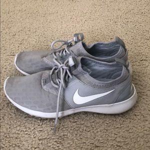 Nike Juvenate Sneaker, Wolf Grey/ White, Size 7
